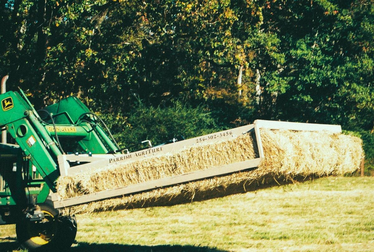 Farm equipment hay grappler